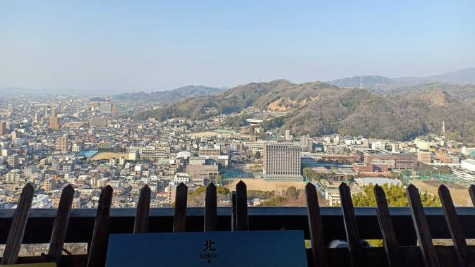 Pemandangan dari balik Kastil Matsuyama, Prefektur Ehime, Jepang (Liputan6.com/ Mevi Linawati).