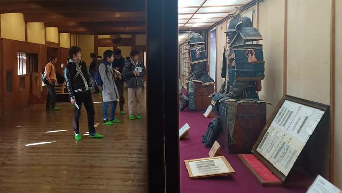 Baju zirah para pemimpin di Kastil Matsuyama. (Liputan6.com/ Mevi Linawati)