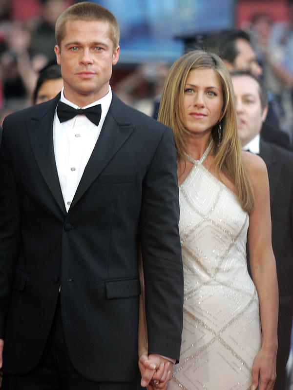 Aktor Brad Pitt dan Jennifer Aniston. (AFP PHOTO / Boris Horvat)