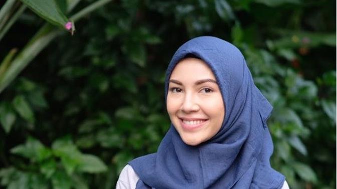 Ratna Galih Hijab Simple (dok. instagram @ratnagalih/ https://www.instagram.com/p/Bj4XvIXhXov/ Adinda Kurnia)