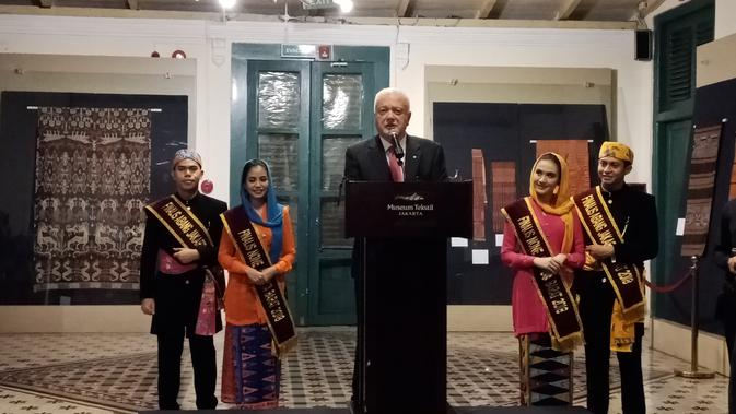 Dr. John Yu menjadi warga Australia sekaligus kolektor tekstil Indonesia yang menggelar pameran di Museum Tekstil Jakarta (Liputan6/Vinsensia Dianawanti)