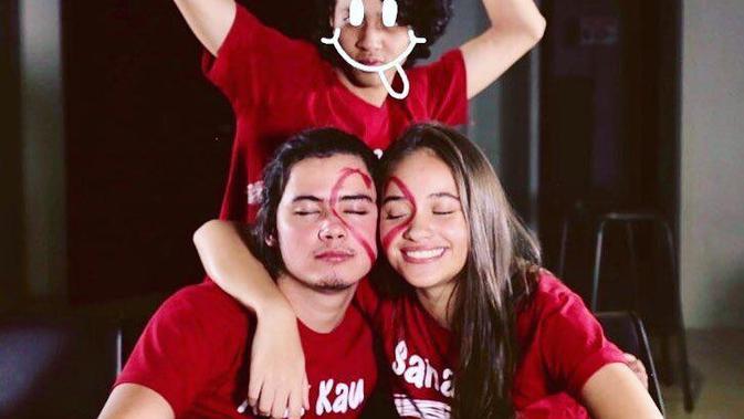Aliando Syarief dan Aurora bermain  games Face Of Love Challenge.