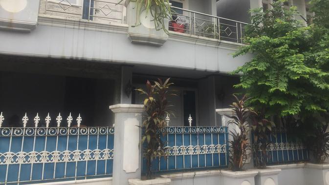 Rumah Ketua KPK Agus Rahardjo mendapat teror benda mirip bom (Liputan6.com/ Muhammad Radityo Priyasmoro)
