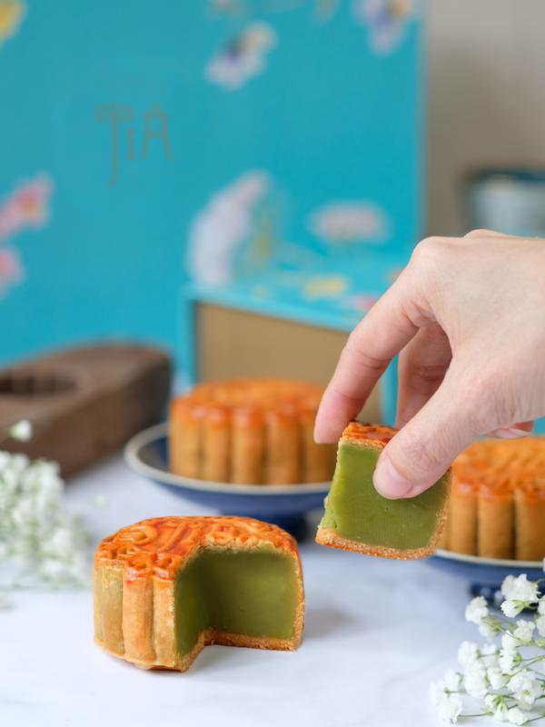 JIA Dining, Shangri-La Hotel, Jakarta menghadirkan berbagai varian rasa menarik dari mooncake tradisional sebagai pelengkap suasana kumpul keluarga Anda. Sumber foto: PR.