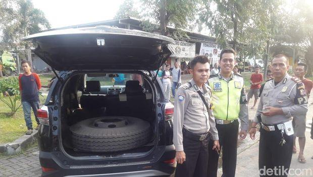 Pencuri Ban di Rest Area Tol Tangerang-Merak Ditangkap Polisi
