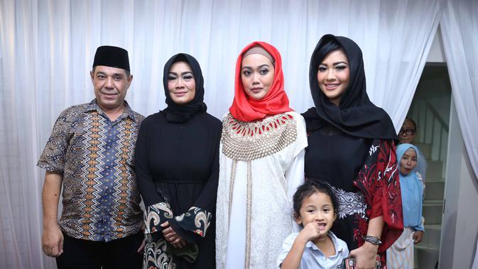 Keluarga Julia Perez (Nurwahyunan/Bintang.com)