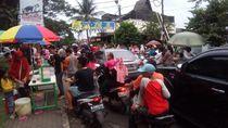 Pasar Tumpah di Jalan Merdeka Depok Bikin Macet