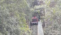 Foto: Naik Kereta di Jalur Tercuram Australia
