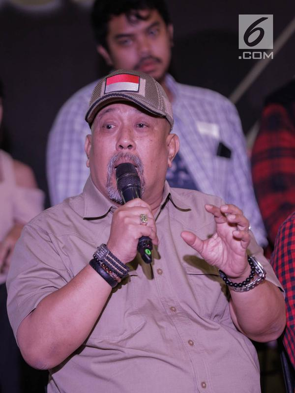 Komedian Indro Warkop saat hadir dalam Indonesia Box Office Movie Awards (IBOMA) 2018 di SCTV Tower, Jakarta, Rabu (14/3). Malam puncak IBOMA 20018 akan diselenggarakan pada 23 Maret mendatang. (Liputan6.com/Faizal Fanani)
