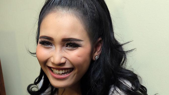 Gabungnya Dewi Perssik bersama Ayu Ting Ting dan Zaskia Gotik menarik perhatian banyak orang. (Deki Prayoga/bintang.com)