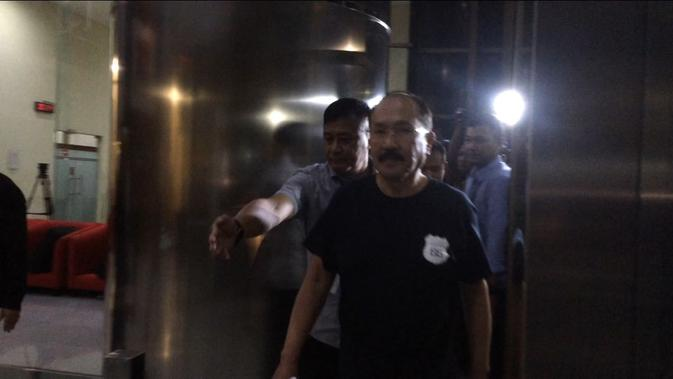 Fredrich Yunadi dijemput paksa KPK setelah mangkir pemeriksaan sebagai tersangka menghalangi penyidikan KPK (Liputan6.com/Lizsa)