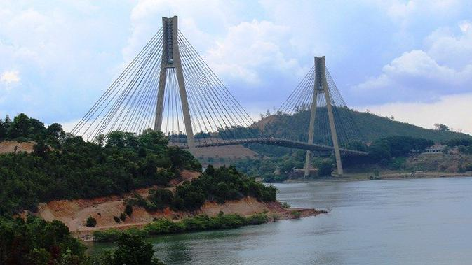 Jika Palembang punya Jembatan Ampera, maka Batam punya Barelang yang menjadi ikon dan memiliki daya tarik wisata. Foto: Ahmad Ibo/ Liputan6.com.