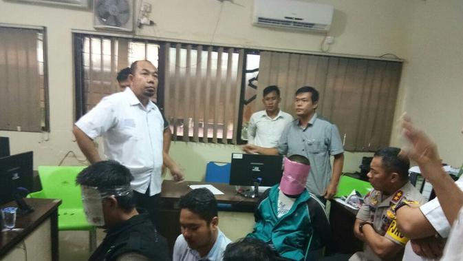 Gagal Serang Mako Brimob, Teroris Ditangkap di Palembang. (Liputan6.com/Nefri Inge)