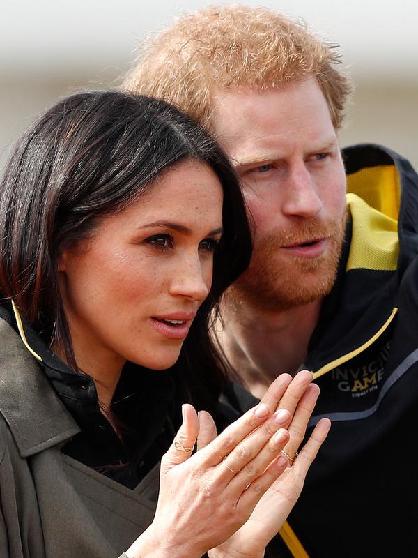 Pangeran Harry dan tunanganya, Meghan Markle. (AP Photo/Frank Augstein)