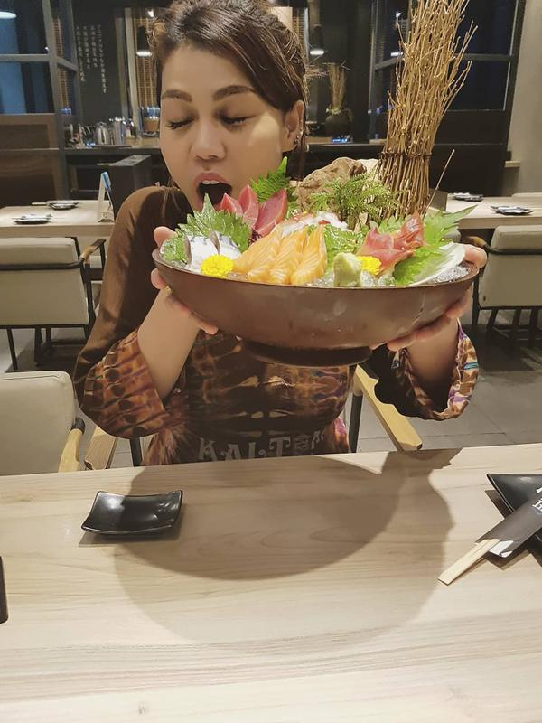 Bagiamana tidak dibilang gendut, porsi makannya DJ Butterfly ternyata sebanyak ini.  (Foto: instagram.com/dj_kattybutterfly36)