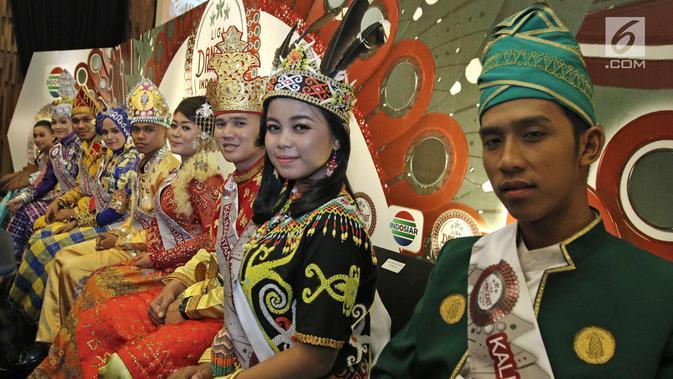 Peserta Liga Dangdut Indonesia saat jumpa pers di SCTV Tower, Jakarta, Jumat (12/1). Liga Dangdut Indonesia, Indosiar akan memperkenalkan ke 170 peserta perwakilan 34 provinsi. Liputan6.com/Herman Zakharia)