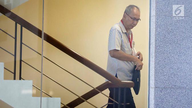 Dokter Rumah Sakit (RS) Medika Permata Hijau, Bimanesh Sutarjo, memenuhi panggilan di Gedung KPK, Jumat (12/1). Selain Bimanesh, mantan pengacara Setya Novanto, Fredrich Yunadi juga ditetapkan sebagai tersangka. (Liputan6.com/Faizal Fanani)