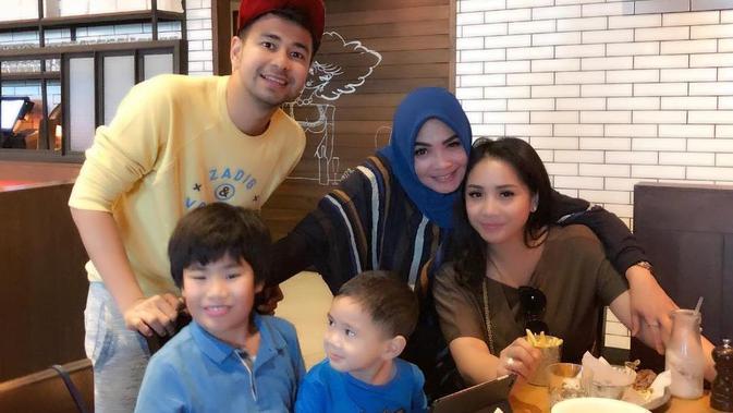 Raffi Ahmad ajak ibunda Nagita Slavina liburan ke Dubai [foto: instagram/rieta_amilia]