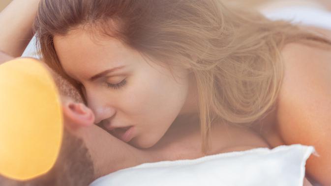 Ilustrasi cupang - ciuman di leher - seks (iStockphoto)