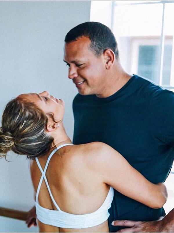 Jennifer Lopez pun sering mengunggah momen kebersamaannya dengan sang kekasih, Alex Rodriguez. (instagram/jlo)