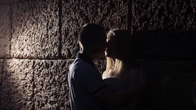 Ilustrasi ciuman (iStockphoto)