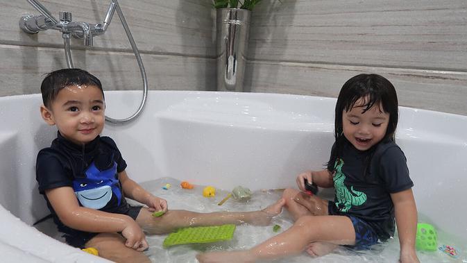 Rafathar Malik Ahmad dan Gempita Nora Marten [foto: instagram.com/raffinagita1717]