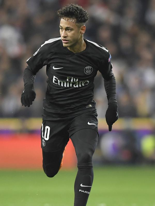 6. Neymar JR - Embraer Legacy 450 Value seharga 15,25 Juta Dolar menjadi saksi skandal percintaan Neymar. Saat itu pesawat jet tersebut memiliki andil menjemput pacar Neymar saat itu Soraya Vucelic ke Ibiza, Spanyol. (AFP/Gabriel Bouys)