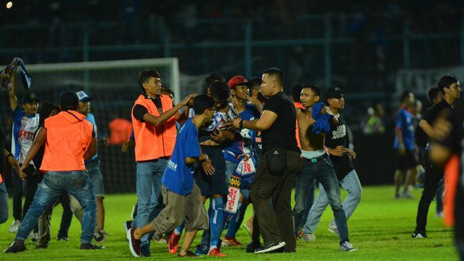 Kericuhan mewarnai duel Arema FC Vs Persib Bandung (Rana Adwa/Liputan6.com)