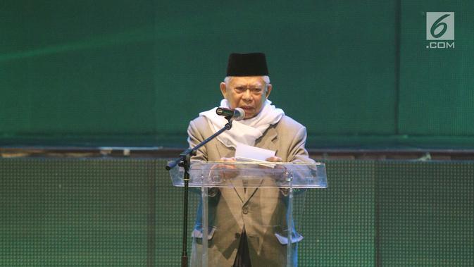 Ketua MUI KH Ma'ruf Amin menyampaikan sambutan pada acara Milad MUI ke-42 dan Anugerah Syiar Ramadan 2017 di Jakarta, Kamis malam (26/7). Milad MUI juga diisi dengan peluncuran buku Penggerak Ulama Pelindung Umat. (Liputan6.com/Herman Zakharia)