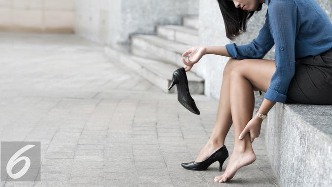 Ilustrasi sepatu medium Heels atau sepatu hak tinggi medium (iStockphoto)
