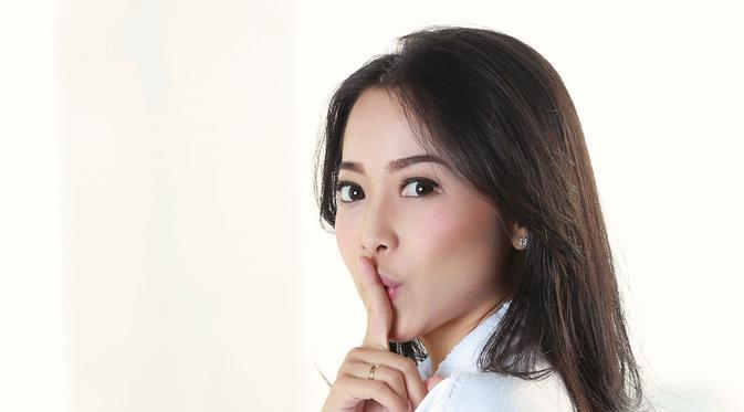 Kini semangat perempuan yang mengawali kariernya dari film Durable Love yang digarap sutradara Joko Anwar itu kembali bergejolak. Pada tahun ini, ia kembali merilis single Sesuka Hati. (Febio Hernanto/Bintang.com)