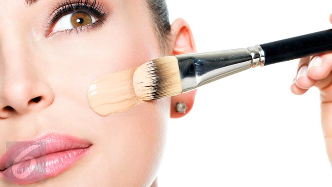 Ilustrasi Make Up (iStockphoto)