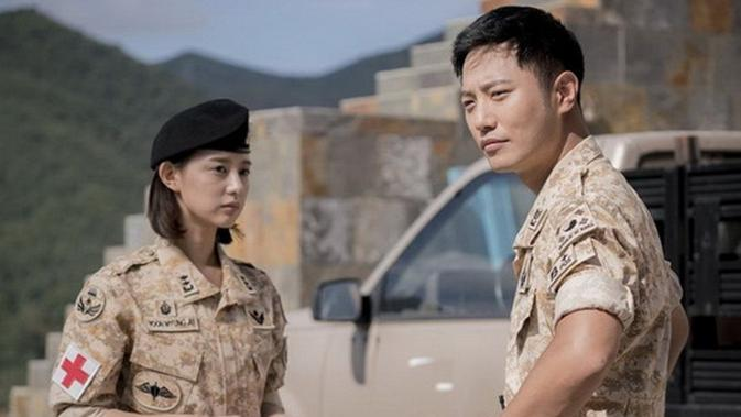 Kim Jiwoon (Yoo Myung Joo) dan Jin Goo (Seo Dae Young) dalam Descendants Of The Sun.