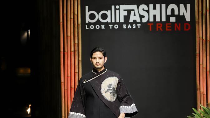 Sejumlah desainer menampilkan koleksi terkini untuk pria di Bali Fashion Trend 2019. (Liputan6.com/Pool/Bali Fashion Trend)