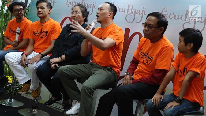 Aktor Verdi Solaiman memberi keterangan pers film terbarunya yang berjudul Guru Ngajidi Jakarta, Rabu (14/3). Film tersebut akan tayang pada 22 Maret 2018 dan mengambil lokasi syuting di Boyolali dan Sidoarjo. (Liputan6.com/Immanuel Antonius)