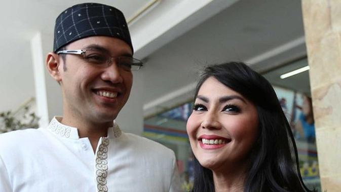Tessa Kaunang dan Sandy Tumiwa. (Budi Santosa/KapanLagi.com)