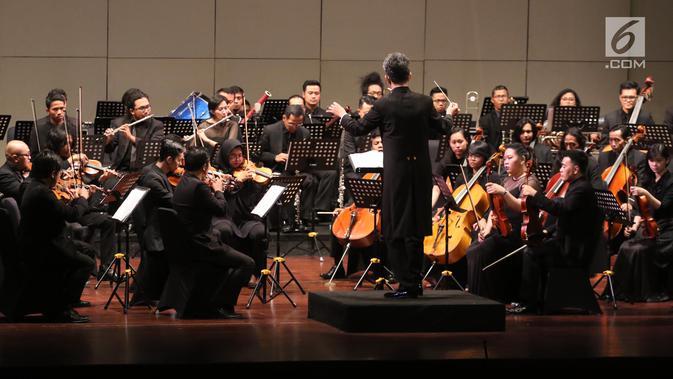 Konser Jakarta City Philharmonic Jakarta City Philharmonic (JCP) di Teater Jakarta, Taman Ismail Marzuki, Jakarta, Rabu (16/5). Konser membius seluruh penonton yang hadir.(Liputan6.com/Arya Manggala)