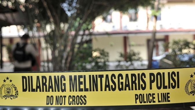 Garis polisi terpasang menuju gedung forensik Rumah Sakit Polri, Kramatjati, Jakarta Timur, Rabu (9/5). Penjagaan super ketat diberlakukan di mana jenazah korban kerusuhan rutan Mako Brimob Kelapa Dua dibawa ke RS Polri. (Merdeka.com/Iqbal S. Nugroho)
