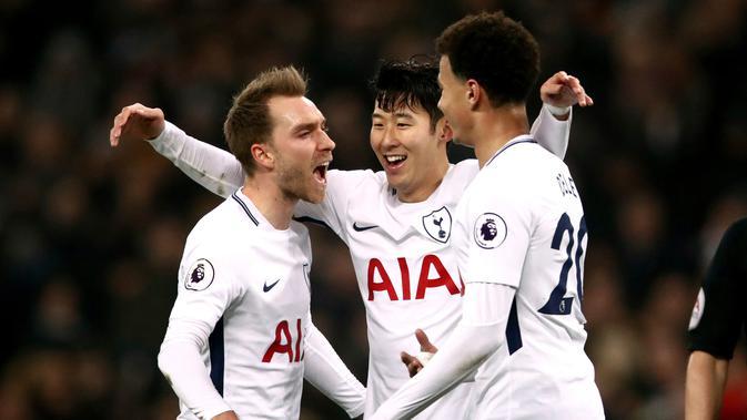 Pemain Tottenham Christian Eriksen merayakan gol keempat untuk timnya saat pertandingan Liga Primer di Stadion Wembley, London (13/1). Dengan golnya, Harry Kane menjadi pencetak gol terbanyak sepanjang masa Tottenham Hotspur. (John Walton/PA via AP)