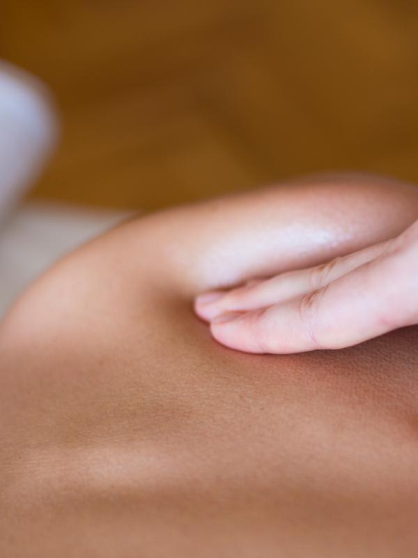 Ilustrasi Spa & Massage untuk laki-laki (iStockphoto)