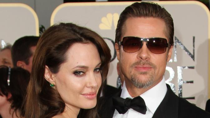 Brad Pitt merasa Angelina Jolie seharusnya bicara dulu dengannya jika ingin mengajak Pax ke acara orang dewasa seperti Golden Globes. (VALERIE MACON / AFP)