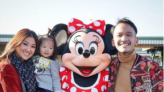 Ruben Onsu ajak istri dan anak ke Disneyland, Jepang (Foto: Instagram)