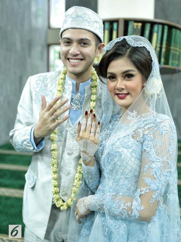 Setelah dinantikan cukup lama, Rifky dan Biby akhirnya menikah pada Minggu (7/1/2018) di gedung PTIK, Kebayoran Baru, Jakarta Selatan, pukul 16.00 WIB. Sebelum kata sah terucap, Biby dan Rifky tak ada di satu ruangan. (Adrian Putra/Bintang.com)