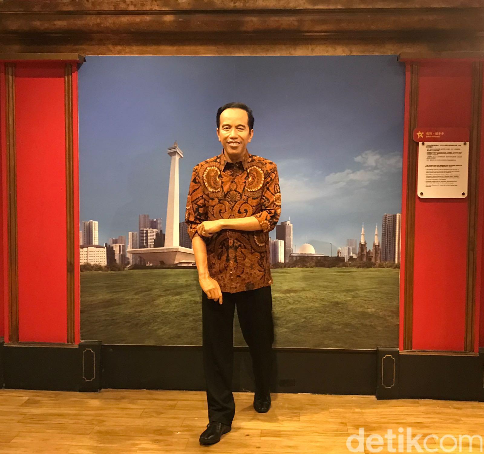 Patung Lilin Jokowi Kenakan Batik/
